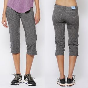 Kuhl Mova Stretch Capri Yoga Pant Legging Charcoal
